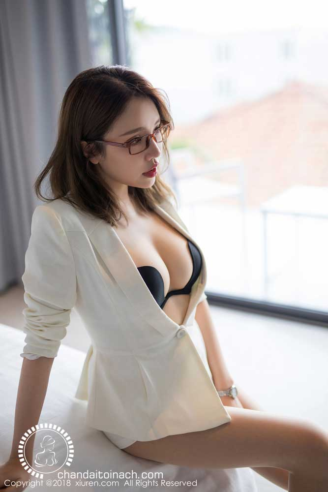 Elegant Office girl wear glasses, she too lovely!